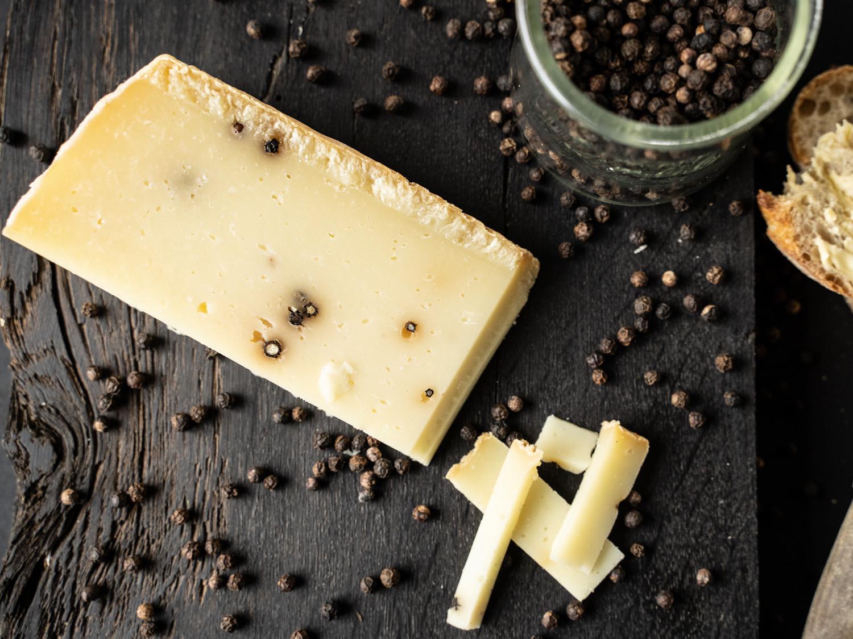 Pecorino Pepato Pfeffer Käse Sizilien Schafskäse Italien