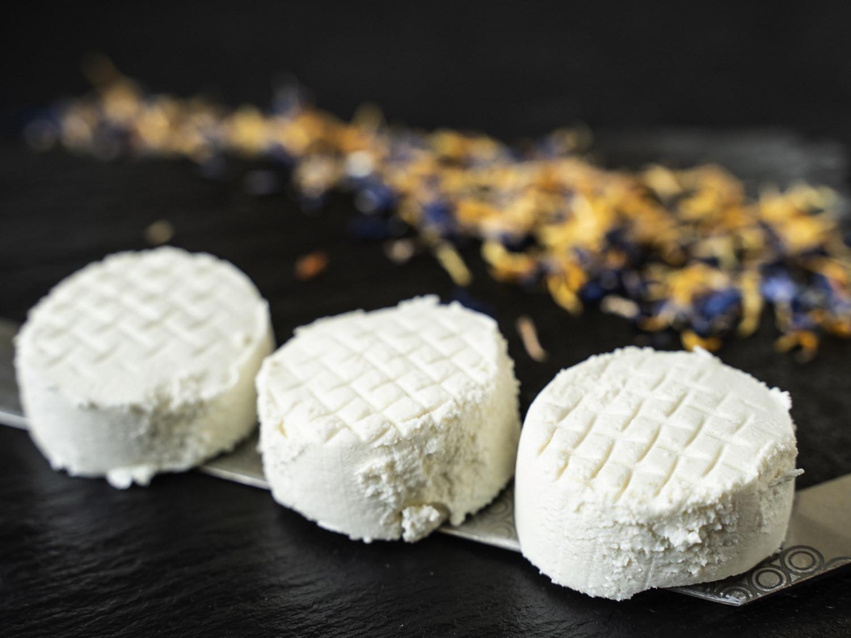 Ziegenfrischkäse - Crottin Frais - Ziegentaler Käse Ziegenkäse