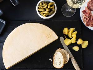 Raclette Käse | In bester Schweiz Qualität | Ganzer Raclettekäse