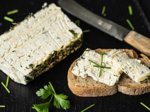 Frischkäsetorte | Wochenendkäse mit Bergkäse und Basilikum | Eigene Herstellung