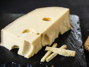 Emmentaler Schweizer kaufen Hartkäse Rohmilchkäse