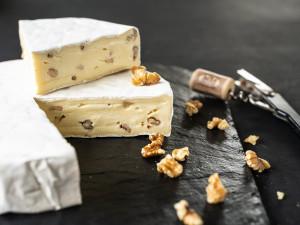 Walnussbrie Weichkäse Brie mit Walnuss Österreich
