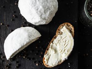 Gaperon bestellen Käse Auvergne Frankreich Knoblauch Pfeffer