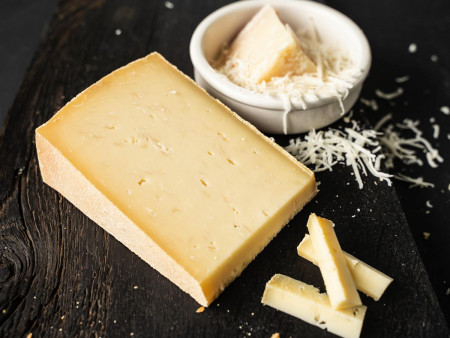Bergkäse 'Parmesan' | Rohmilchkäse | Von der Hofkäserei im Allgäu