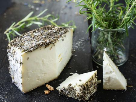 Schafskäse | Brin d'Amour AOP | Käse aus Rohmilch mit Wildkräuterrinde